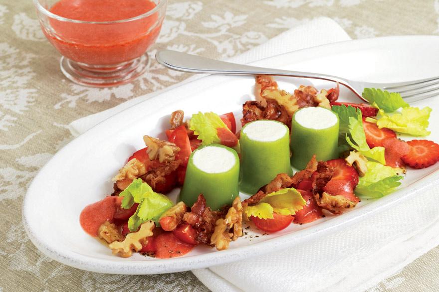 Sauerrahm-Parfait mit Tomaten-Erdbeersalat